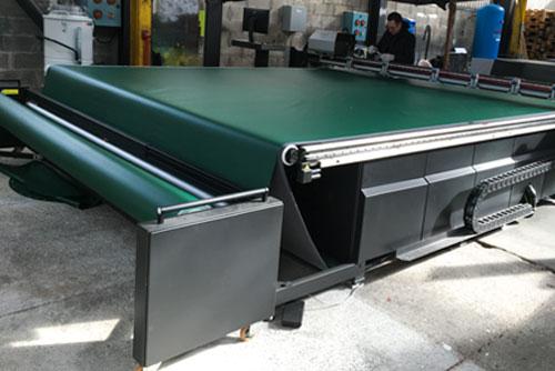 Table découpe numérique avec convoyeur (bâche PVC)